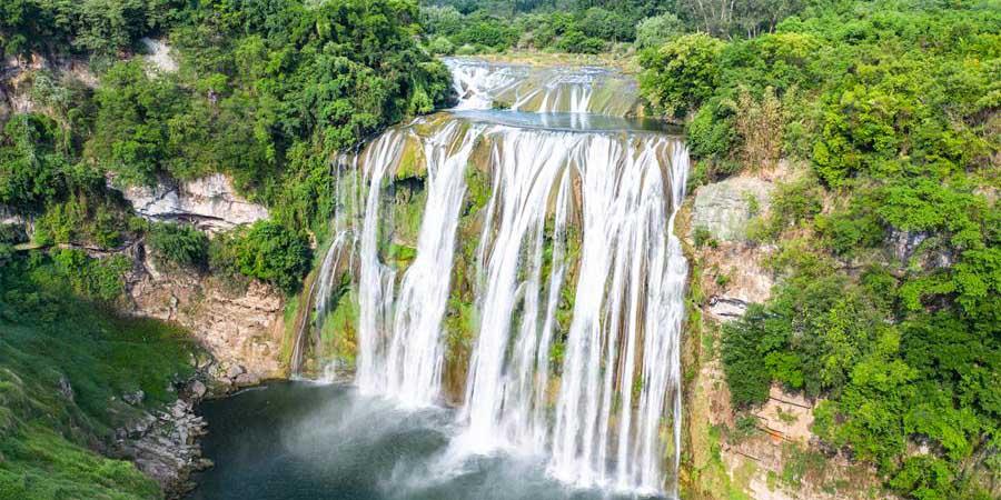 Paisagem do ponto turístico da cachoeira Huangguoshu