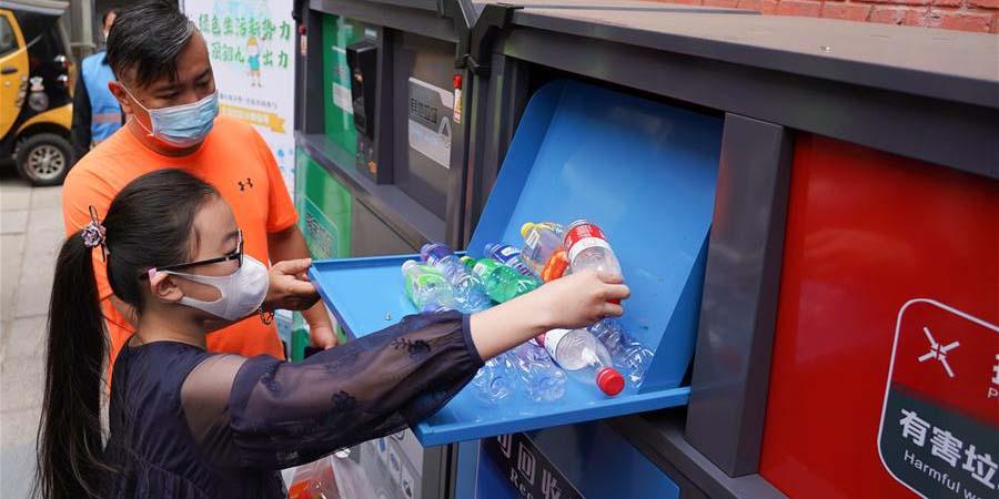 Distrito de Dongcheng de Beijing toma várias medidas para favorecer a classificação de lixo realizada por moradores