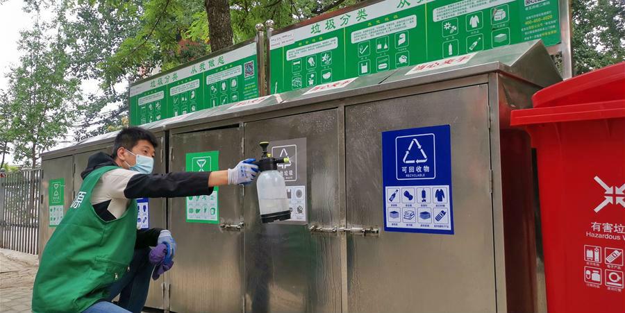 Classificação de lixo é promovida em comunidades residenciais em Beijng