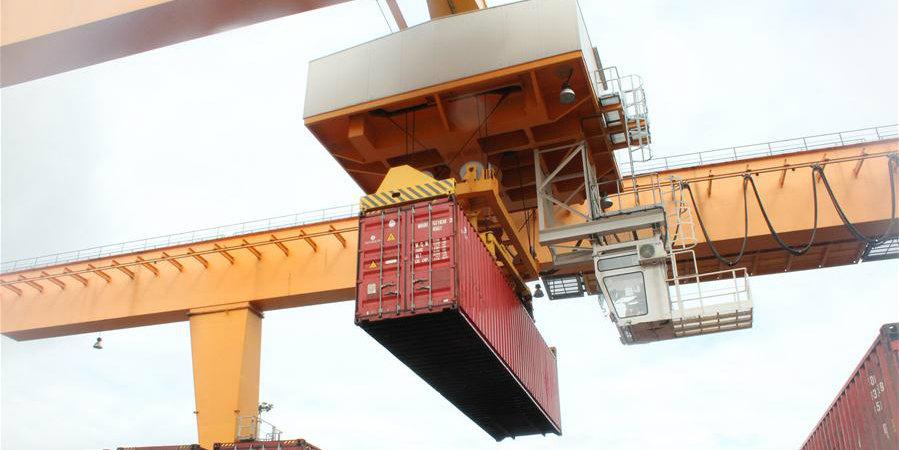 Trem de carga China-Europa chega à Lituânia