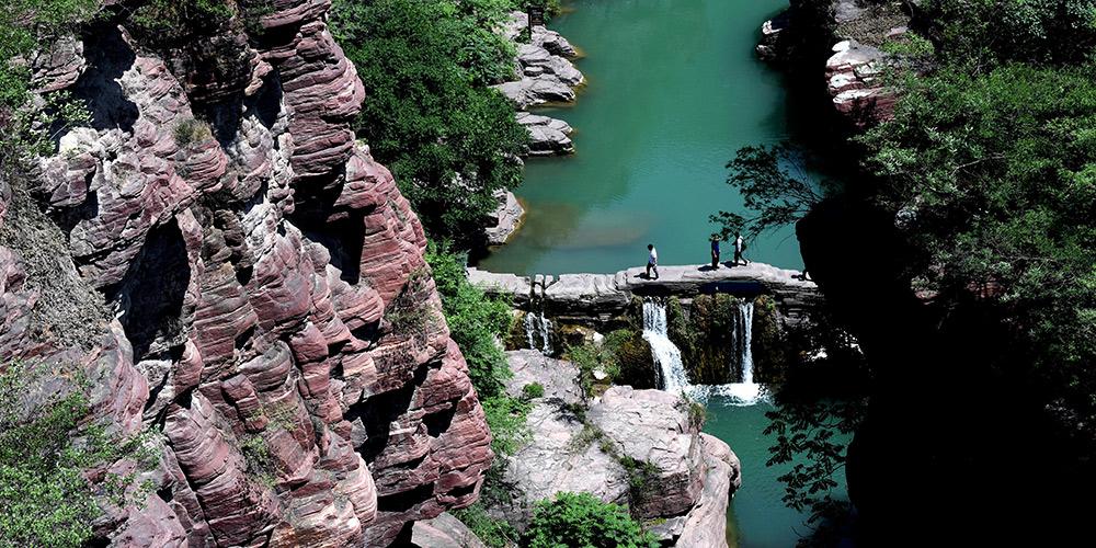 Paisagem da Garganta Hongshi da montanha Yuntai em Henan