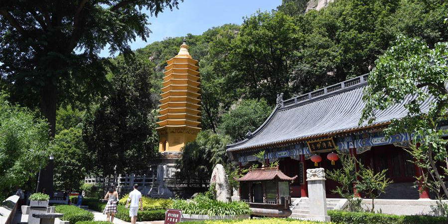 Área cênica da montanha Panshan em Tianjin atrai turistas