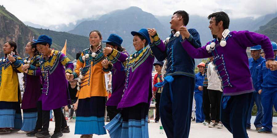 Aldeões da província de Sichuan começam nova vida após deslocação