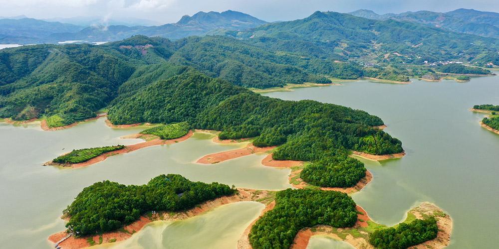Paisagem do lago Cuiping em Fujian