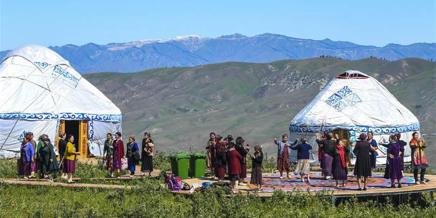 Acampamentos turísticos ajudam a criar empregos locais no distrito de Tekes, Xinjiang