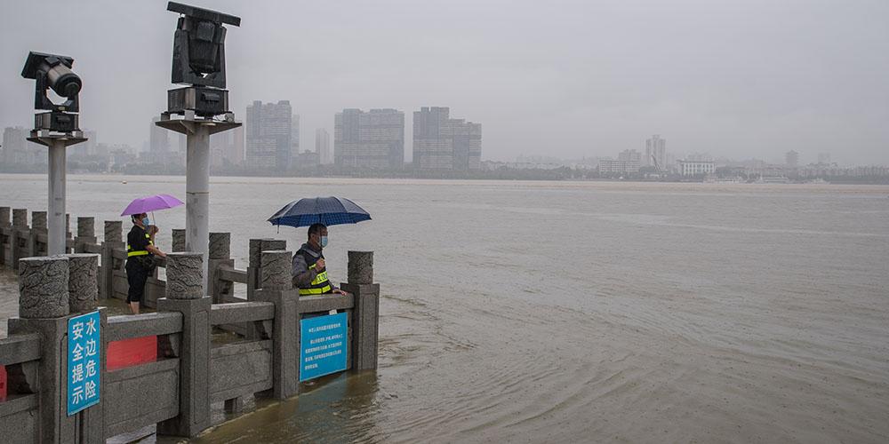 Chuvas torrenciais levam a cidade chinesa de Wuhan a elevar nível de resposta de emergência