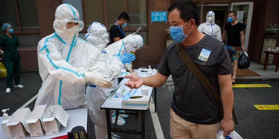 Trabalhadores do mercado de Xinfadi com risco de exposição serão gradualmente liberadas da quarentena