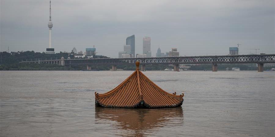 Nível das águas do rio Yangtze atinge nível de alerta para enchente na estação hidrológica de Hankou