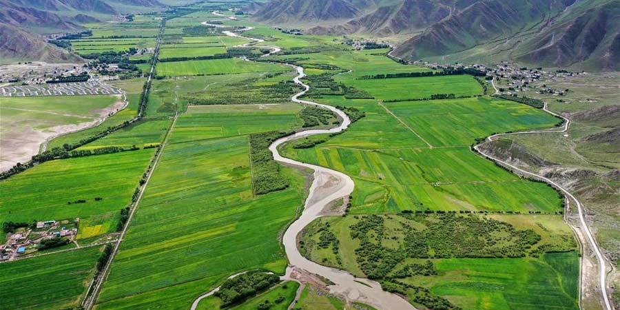 Paisagem do distrito de Lhunzhub no Tibet, sudoeste da China