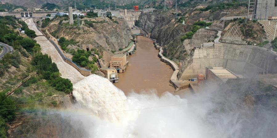 Reservatório de Liujiaxia, no curso superior do rio Amarelo, aumenta descarga para combater enchentes