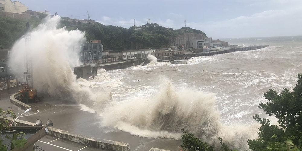 Tufão Hagupit chega a Zhejiang, no leste da China