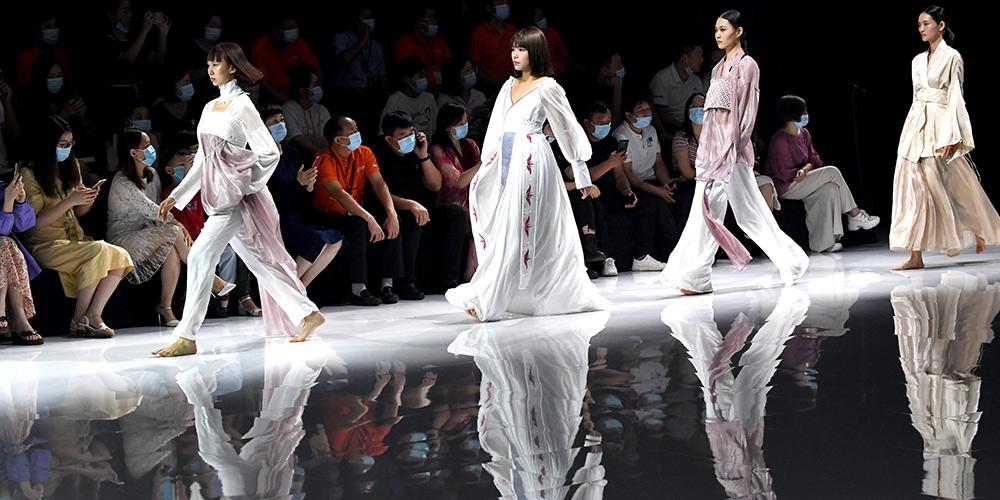 Semana de moda de Henan une trabalhos de estudantes