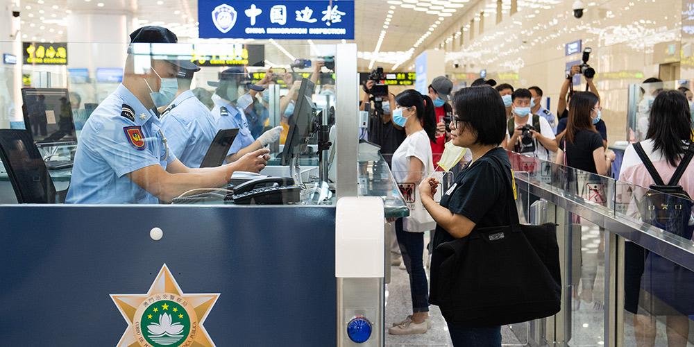 Exercício simulado de serviços de liberação de passageiros realizado no Posto Fronteiriço Hengqin em Zhuhai