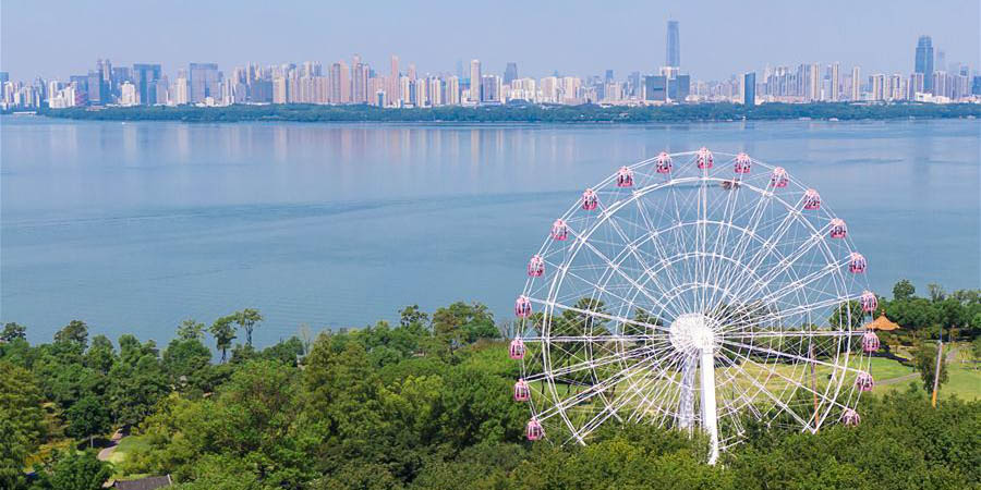 """Roda-gigante """"Olho do lago Donghu"""" é aberta ao público em Wuhan"""