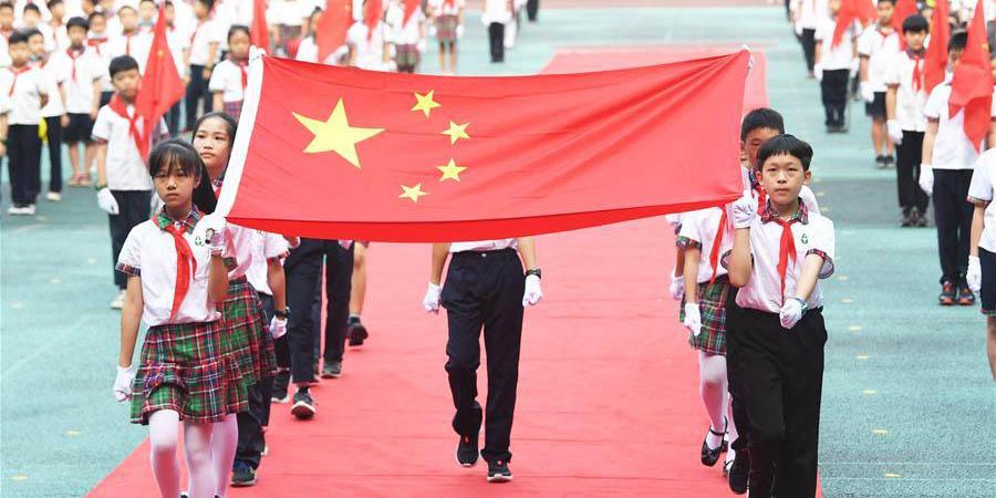 Escolas primárias e secundárias em toda a China reabrem para novo ano letivo
