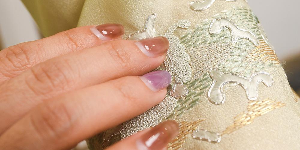 Fotos: estilista de vestido Qipao combina técnicas tradicionais com elementos modernos