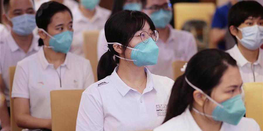 Mais uma equipe de testes da COVID-19 da parte continental chega a Hong Kong