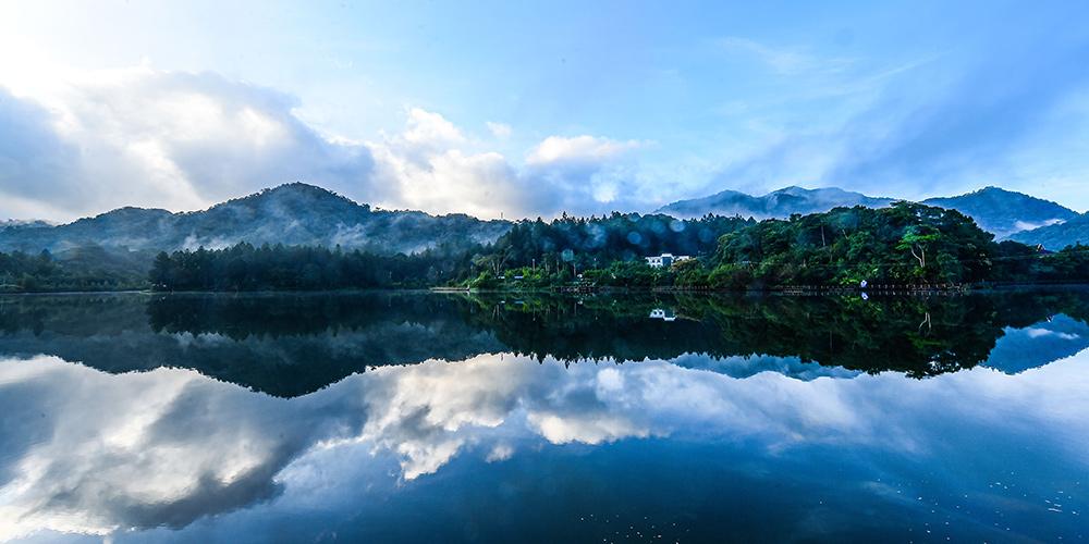 Paisagem da montanha Limu no Parque Nacional de Floresta Tropical de Hainan