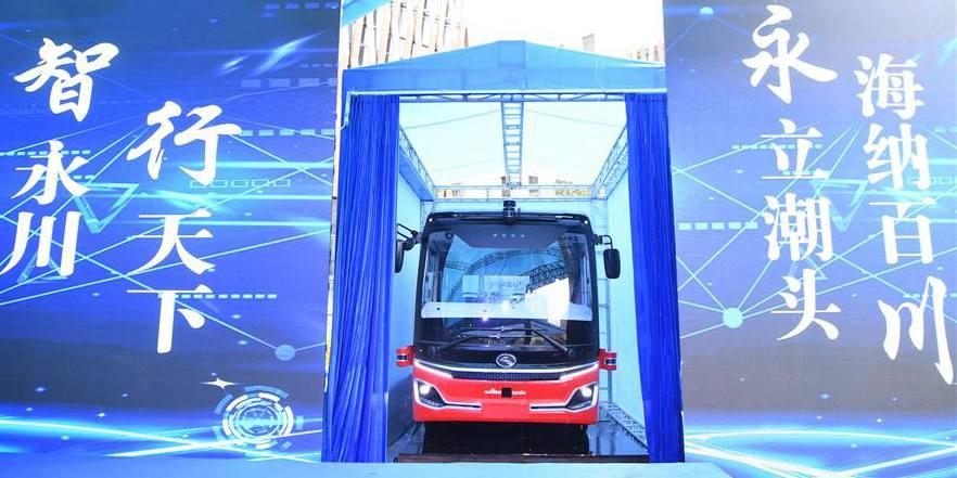 Ônibus autônomo estreia em Chongqing