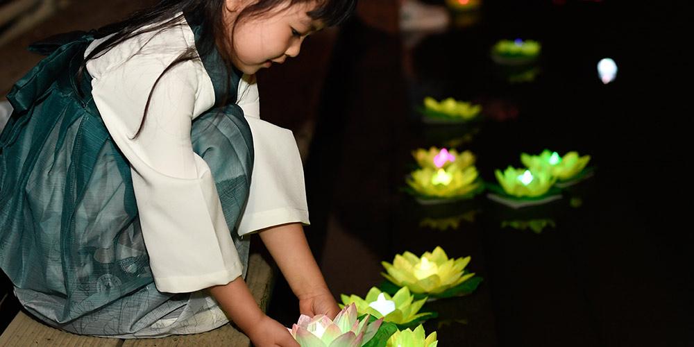 Evento temático de lanternas começa em local turístico em Hangzhou