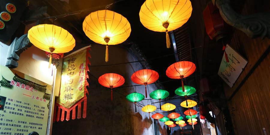 Feira de templo começa na vila antiga de Longmen em Hangzhou