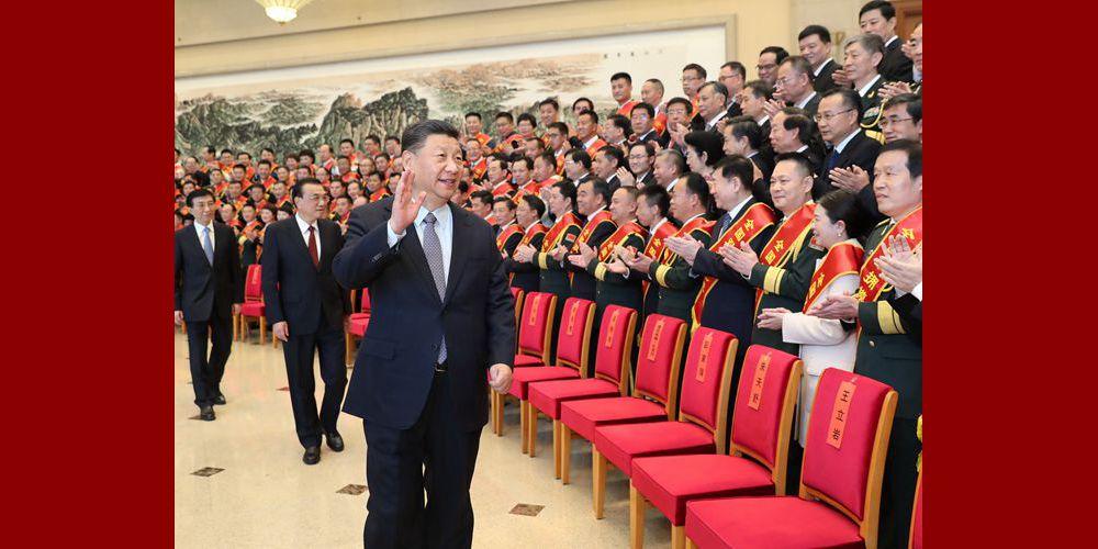 Xi se reúne com modelos exemplares na promoção da solidariedade militar-civil