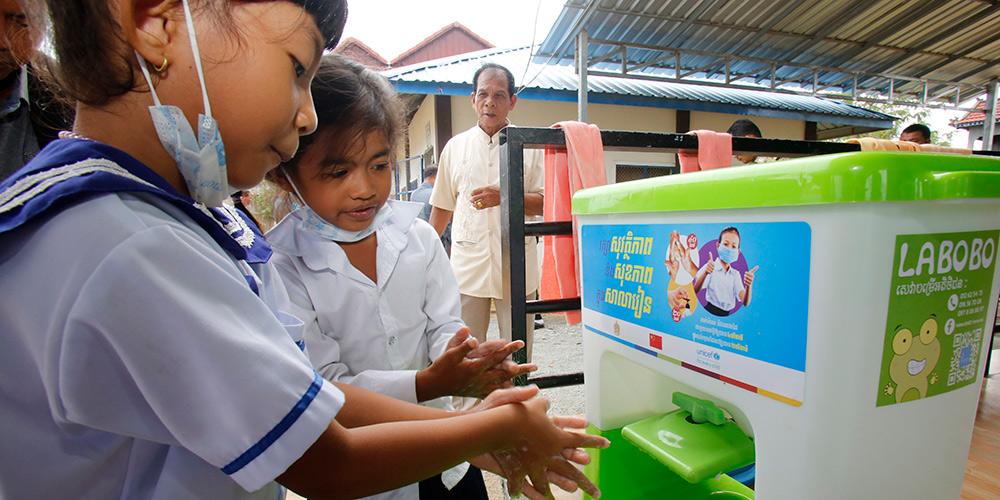China doa suprimentos de saúde a pré-escolas no Camboja e beneficia 70.000 alunos