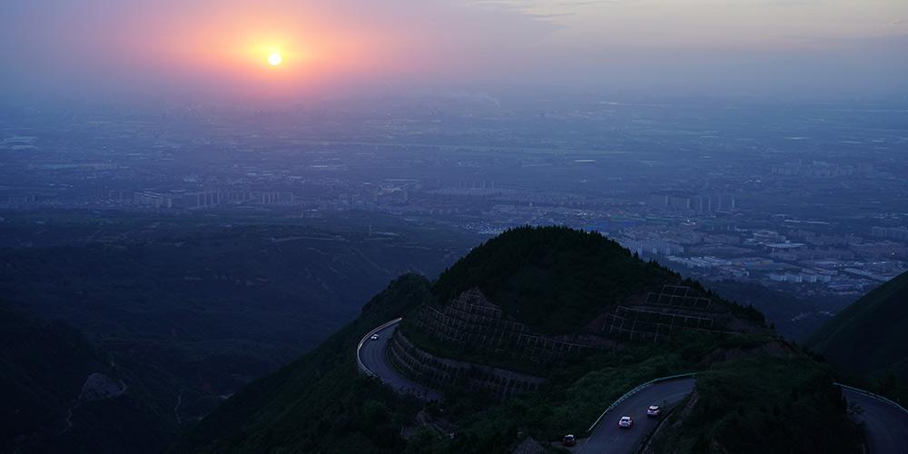 Galeria: pôr do sol na montanha Lishan em em Xi'an