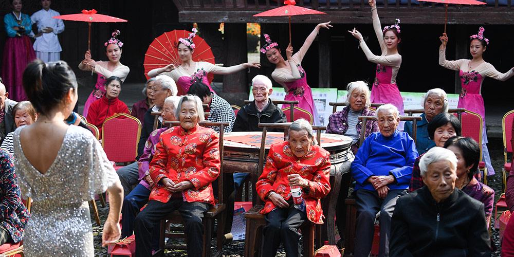 Antiga vila em Hangzhou realiza evento para celebrar o Festival Chongyang