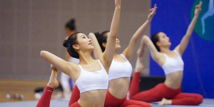 Destaques da competição de ioga durante evento fitness em Jiangxi
