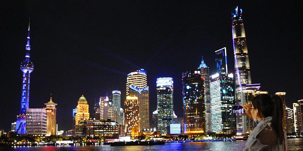 Show de luzes celebra a inauguração da CIIE em Shanghai