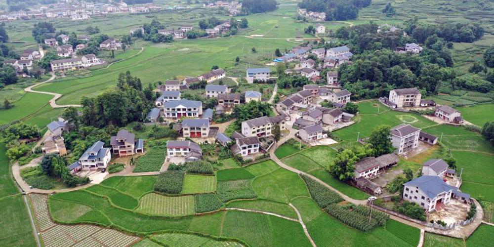 Todos os distritos chineses restantes saem da lista de pobreza