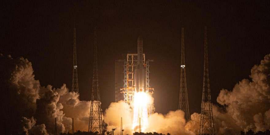 China lança Chang'e-5 para coletar e trazer de volta amostras lunares