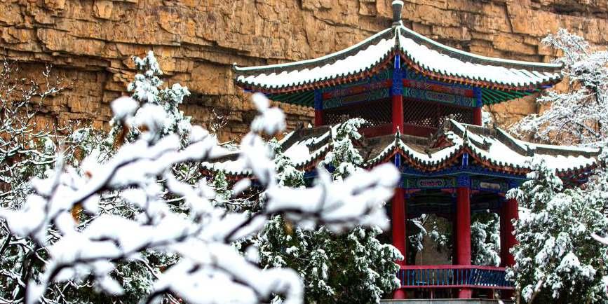 Paisagem de neve no ponto turístico de Qibugou em Wu'an, província de Hebei