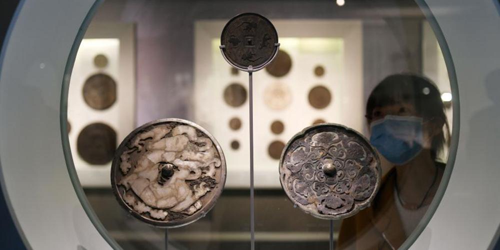 Museu Nacional da China realiza exposição de antigos espelhos de bronze