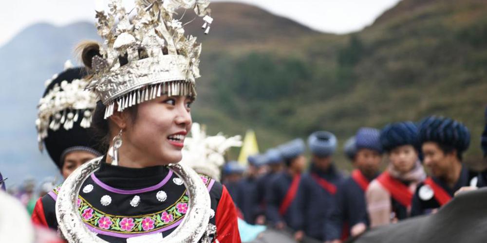 Atividade folclórica com tema de dragão realizada em Guizhou