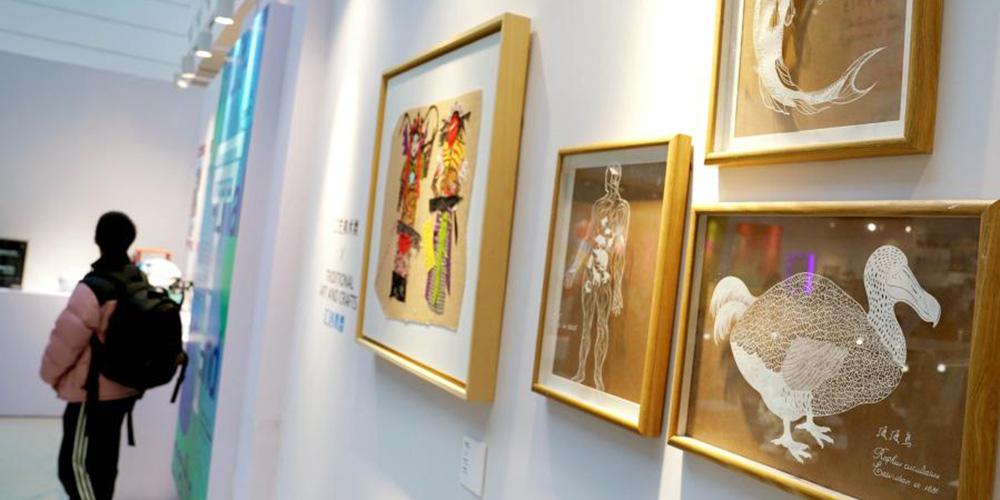 """5ª exposição de obras de arte """"Think Youth"""" começa em Shanghai"""