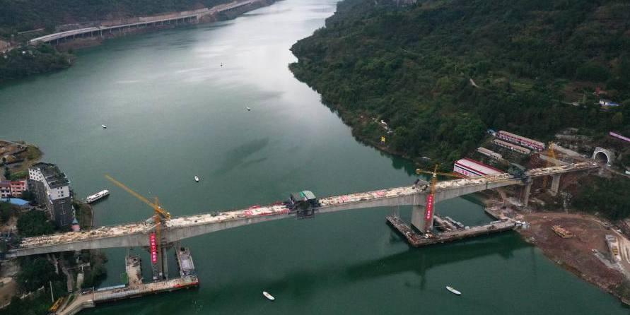 Seguem em andamento as obras da ponte ferroviária do Rio Pengxi em Chongqing