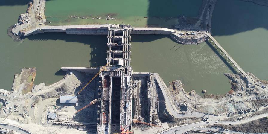 Estação hidrelétrica de Xunyang está em construção no noroeste da China
