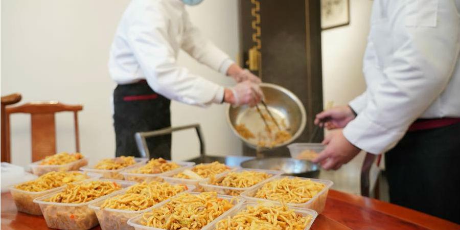 Restaurante oferece refeições gratuitas para funcionários comunitários enquanto surto de COVID-19 atinge Shijiazhuang