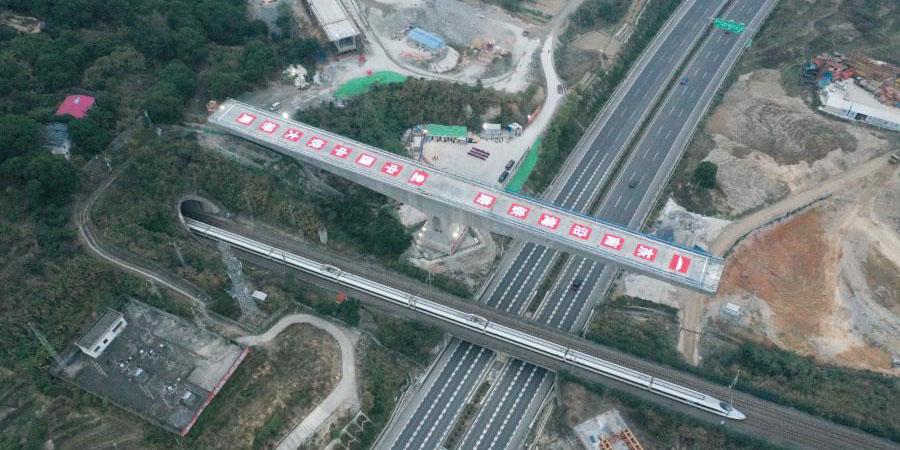 Canteiro de obras da viga rolante da grande ponte da ferroviária de alta velocidade Fuzhou-Xiamen