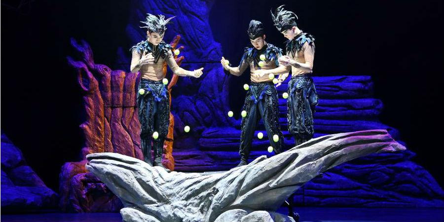"""Acrobacia chinesa """"Lago dos Cisnes"""" é encenada em Fuzhou"""