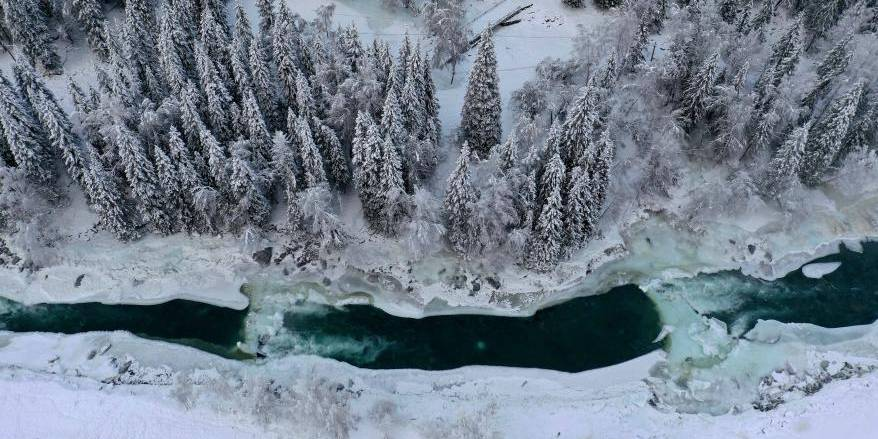 Paisagem de neve na área cênica de Kanas em Xinjiang