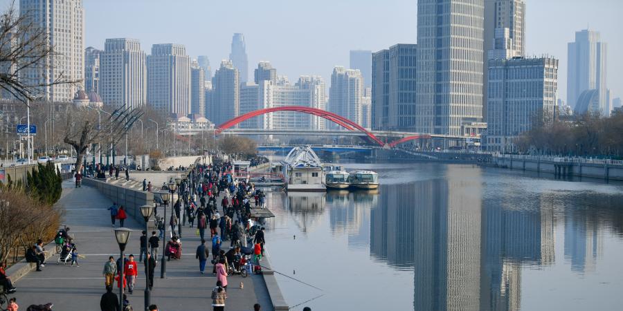 Pessoas aproveitam tempo de lazer em Tianjin, norte da China
