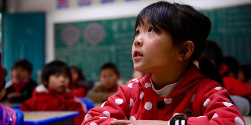 Alunos chineses voltam à escola no início do novo semestre