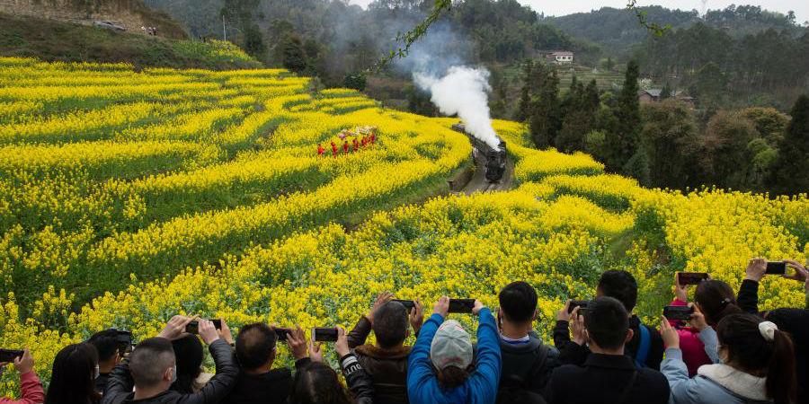 Passeio de Maria Fumaça em Sichuan trazem reminiscências do passado