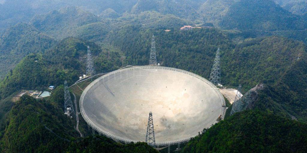 Telescópio chinês FAST identifica mais de 300 pulsares