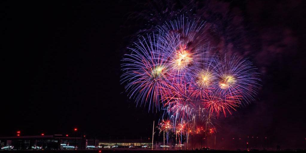 Show de fogos de artifício marca a conclusão das obras do terminal do Aeroporto Internacional Tianfu de Chengdu