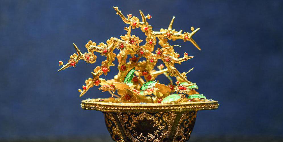 Museu de Hainan realiza exposição de artefatos feitos com técnica da filigrana incrustada