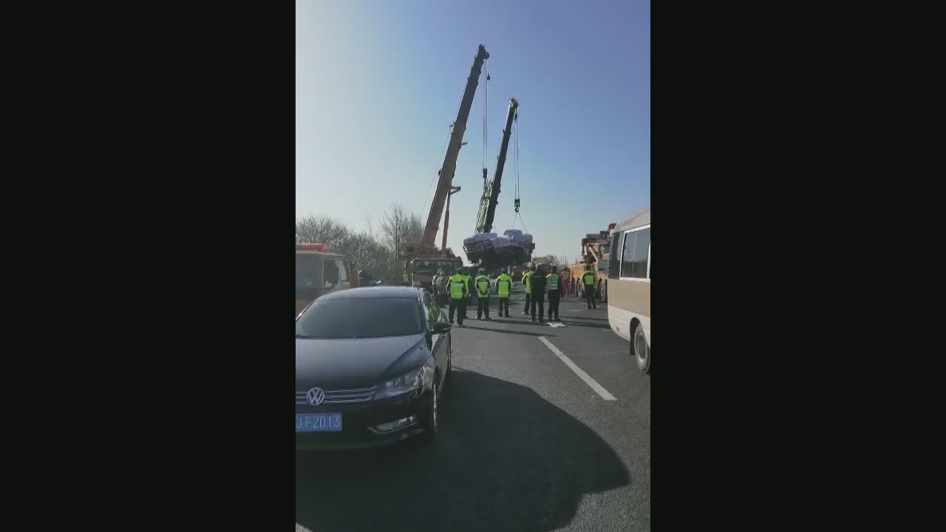 (Multimídia) Colisão entre caminhão e ônibus deixa 11 mortos e 19 feridos no leste da China